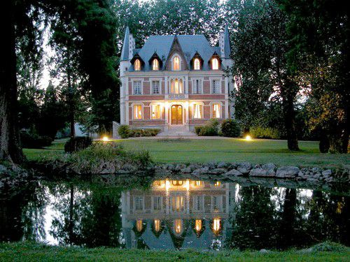 A Royal Unique Place : The Loire Valley